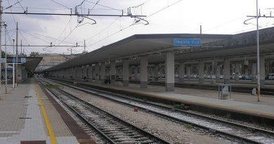 Lavori sulla ferrovia fra Trieste e Monfalcone, fino a fine agosto si viaggia su binario unico. Bus sostitutivi