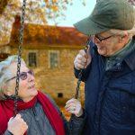 Popolazione più anziana ma più sana: in 10 anni diminuiti del 35% i tassi di mortalità
