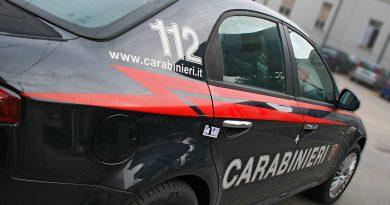 Malvivente ruba un'auto e ingaggia fuga disperata dai Carabinieri. Arrestato