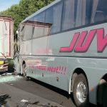 Giornata di fuoco in A4, due incidenti. Paura per una corriera con bimbi a bordo