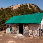 In fiamme casera Palis nel cuore delle Alpi Carniche, salvi quattro escursionisti