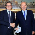 Al Presidente dell'Autorità Portuale di Trieste Zeno D'Agostino il Sigillo trecentesco della città