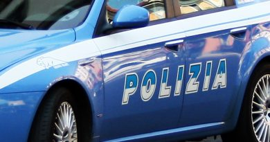 Aggrediscono in quattro il datore di lavoro e fanno resistenza agli agenti di Polizia: arrestati