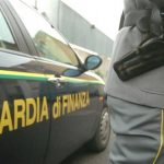Traffico di droga: la Guardia di Finanza sorprende un corriere con un chilo e mezzo di hashish