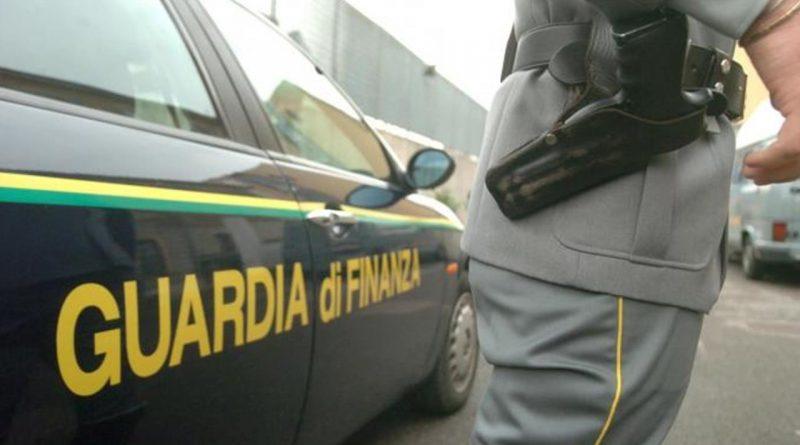 Concessionaria auto evade tasse per 400mila euro dopo la bancarotta fraudolenta: sequestrate 67 auto