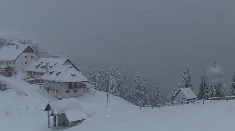 Freddo e maltempo sul Friuli Venezia Giulia. Prima neve in montagna