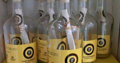 Pordenonelegge: Parole in bottiglia. Poesie in concorso e vetrine