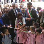 «Il Friuli ringrazia e non dimentica»: nelle Marche l'inaugurazione della scuola di Sarnano