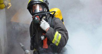 Incendio in un deposito di vernici e solventi, nessun danno alle persone
