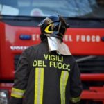 Incendio in stabilimento, interviene per salvare collega e resta gravemente ustionato