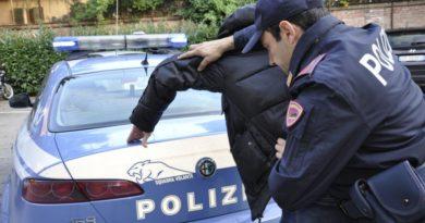Rapinavano i turisti nelle aree di servizio, scoperti e arrestati dalla Polizia
