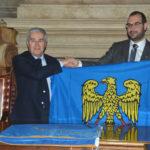 Passaggio di Sappada al Friuli Venezia Giulia, consegnata la bandiera dal presidente della Provincia