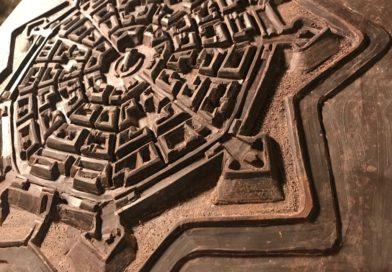 La Fortezza di Palmanova scolpita nel cioccolato fondente in mostra in Municipio