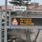 Bora forte a Trieste, camion bloccati al confine per ghiaccio e vento: le foto. Prosegue l'ondata gelida
