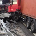 Camion contro guardrail in A4: lievemente ferito il conducente, disagi per il traffico