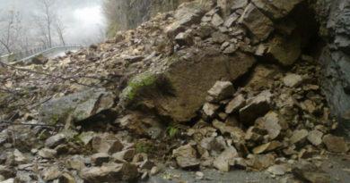 Frana in Val d'Arzino, chiusa la Provinciale 22
