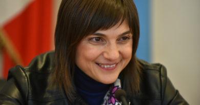 La governatrice del Friuli Venezia Giulia Debora Serracchiani si dimette e saluta la Giunta