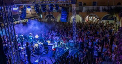 """Village Night"" al Palmanova Outlet Village con il concerto di Roberto Vecchioni"