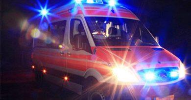 Carambola mortale tra due auto in A34 nella notte: una persona deceduta e tre feriti