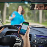 Incidenti stradali e cellulari, la stretta comincia dal Friuli Venezia Giulia: la Polizia potrà controllare