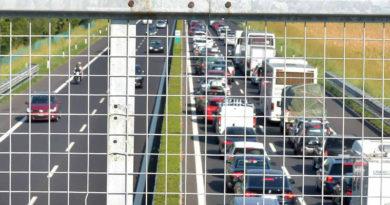 Traffico intensissimo in A4 per i turisti diretti verso le località dell'alto Adriatico