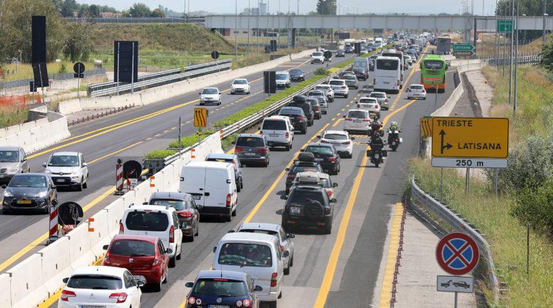 Traffico intenso in entrambe le direzioni sulle autostrade del FVG. Cinque incidenti lievi