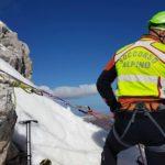 Soccorsi i tre alpinisti bloccati sulle Alpi Giulie dal maltempo: condizioni di recupero critiche