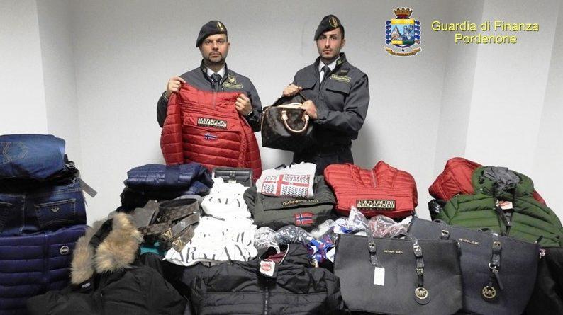 La Finanza sequestra 5000 capi di moda contraffatti  si vendevano sul  telefonino - Ilfriuliveneziagiulia c1270da15695