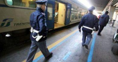 Ubriaco e con finta pistola spaventa i passeggeri del Regionale Veloce Trieste-Venezia