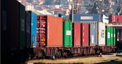 Rimosso l'emendamento sulla tassa sui container, scampato pericolo per i porti