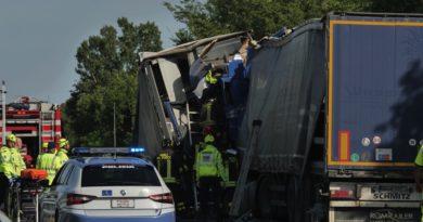 Tamponamento tra due mezzi pesanti sul raccordo autostradale 13 tra Sistiana e Sgonico. Foto
