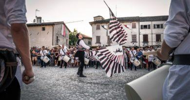 Medioevo a Valvasone: il 30 giugno raduno degli sbandieratori e tamburini