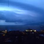 Tempesta, lampi e grandine in Friuli Venezia Giulia rovinano la notte dei saldi. Video