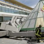 Crolla il tetto della piscina termale di Trieste, nessun ferito. L'impianto era in manutenzione