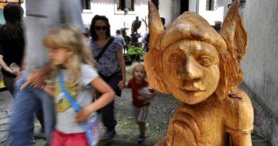 """Domenica 1 settembre a Sutrio per riscoprire la """"Magia del legno"""" fra i monti della Carnia, in Friuli Venezia Giulia"""