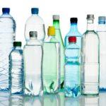 Bottiglie di plastica e bon ton. Non è solo una questione di educazione