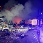 Incendio di vaste dimensioni nel deposito di stoccaggio rifiuti della Snua di Aviano. Video