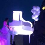 """""""La pianista volante"""" atteso evento natalizio al Palmanova Outlet Village"""