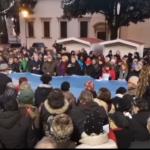 Movimento Sardine contro la guerra. 11 minuti di silenzio in piazza Duomo ad Aviano