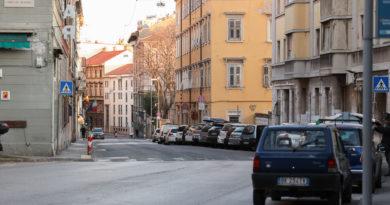 A Trieste posteggi a righe blu gratis per tutti fino al 30 aprile