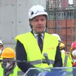 Posta in opera l'ultima parte di impalcato del nuovo ponte Morandi a Genova