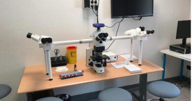 La Fondazione CRTrieste dona alla Struttura  di Ematologia dell'Azienda Sanitaria Universitaria Integrata Giuliano Isontina un microscopio multiteste