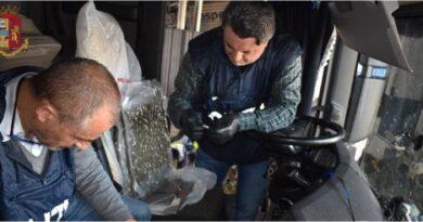 Trasportava 16 chili di marijuana dalla Spagna, arrestato camionista a Gonars
