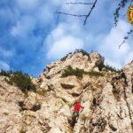 Esce dal sentiero e si blocca su un versante ripido: soccorso un ragazzo sul Jôf di Miezegnot