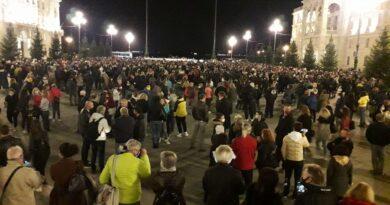 Titolari della ristorazione, sport e spettacolo in piazza Unità a Trieste per protestare contro le misure anti Covid