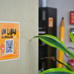 """""""Racconti adesivi"""": migliaia disticker per un cortocircuito tra smartphone e lettura"""