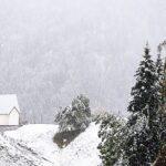 La domenica segnata dal maltempo porta neve a quote basse in montagna