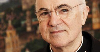 Mons. Carlo Maria Viganò sui vaccini e la Santa Sede