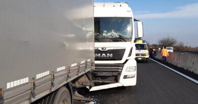 Grave incidente in A4, muore conducente di Tir incastrato nel veicolo: chiuso poi riaperto tratto