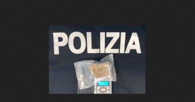 Sorpreso con un pacchetto di hashish da 70 grammi in centro a Udine, arrestato spacciatore